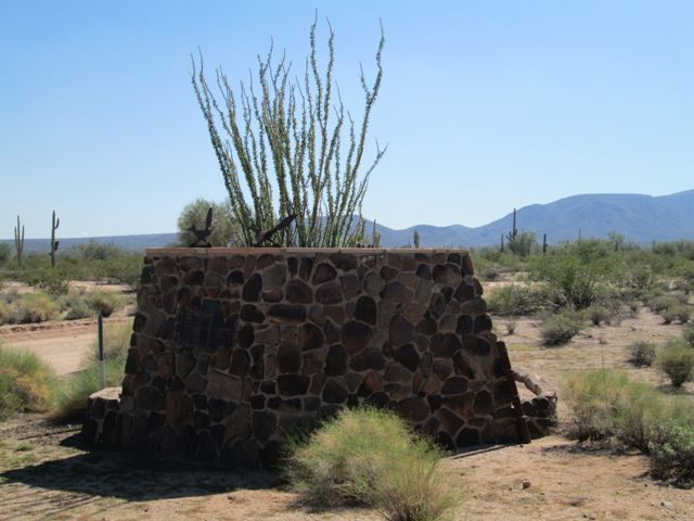 /OpenSpaceTrails/NeighborhoodParks/Entry Monument with Ocotillo.jpg